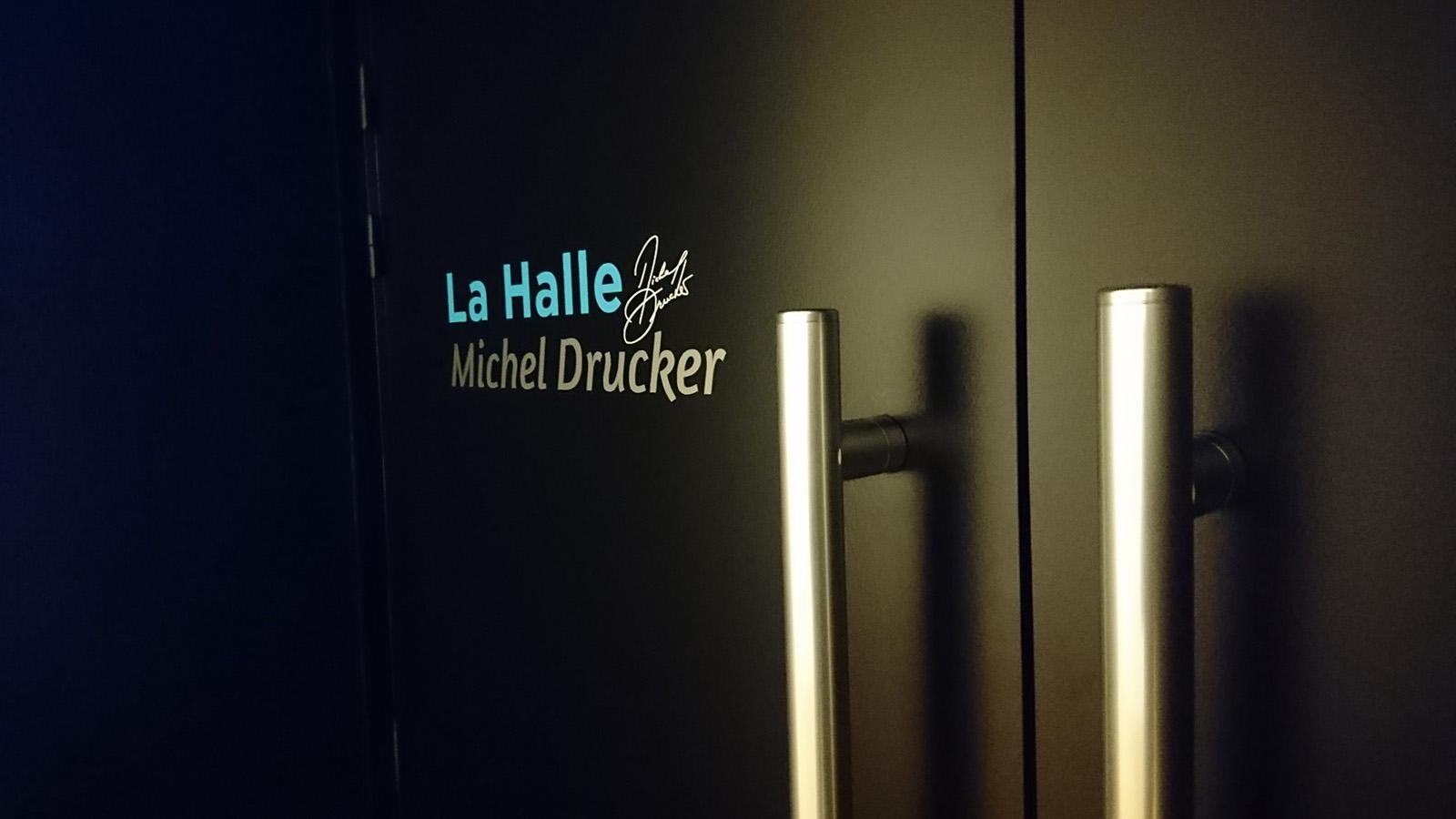 la-halle-michel-drucker-lettrage-adhesif