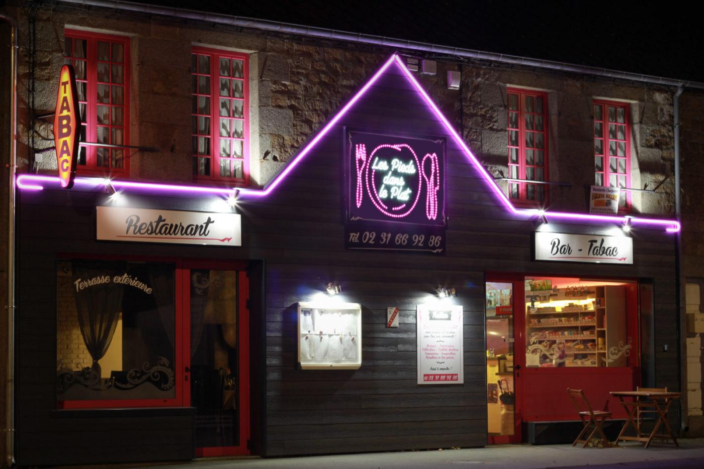 pieddansleplat2_enseigne-lumineuse-led-restaurant