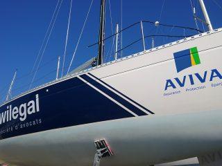 Marquage adhésif vinyle sur bateau / voilier
